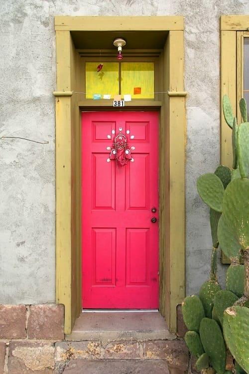 Cửa gỗ màu hồng vân anh