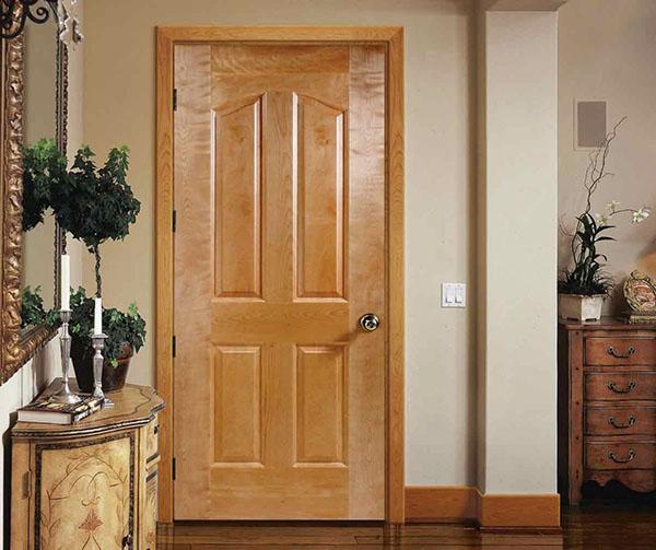 Sự kết hợp nhuần nhuyễn giữa vẻ đẹp trầm mặc và lãng mạn, giữa cổ điển và hiện đại. Sự phối hợp hài hoà này giữa các hoạ tiết và màu sắc trên cửa gỗ tuy có phần khá đơn giản giúp cửa gỗ tinh tế, hiện đại và ấm cúng cho ngôi nhà của bạn.