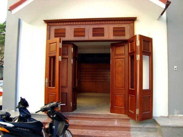 Cửa phòng gỗ Pơ Mu đẹp, sang trọng và hiện đại
