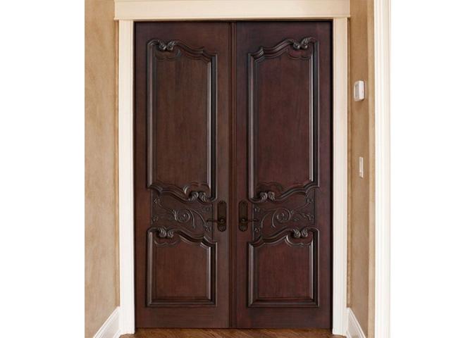 Mẫu cửa chính gỗ căm xe