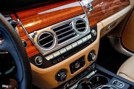 Gỗ óc chó gắn liền với Royce và nhiều thương hiệu xe nối tiếng khác
