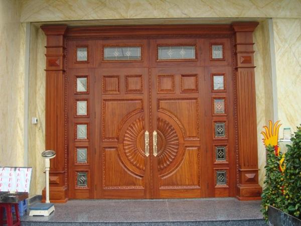 Cách chọn mẫu cửa gỗ phù hợp với ngôi nhà bạn
