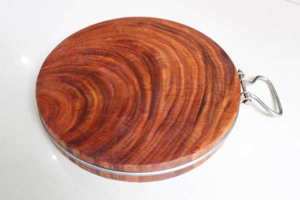 Thớt gỗ nghiến nổi tiếng bền bỉ, chắc chắn