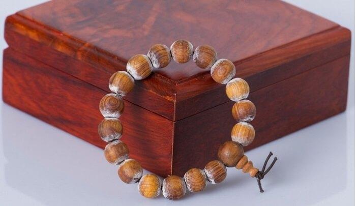 Vòng gỗ Hoàng đàn được tin là sẽ mang lại may mắn cho người mang