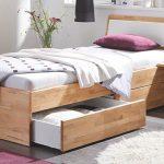Giường gỗ 1m2 với 2 ngăn kéo cực đẹp mang lại điểm nhấn và không gian cho căn phòng