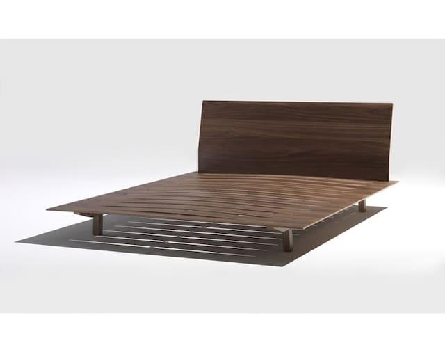 Giường kiểu Nhật được thiết kế bời Burtscher & Bertolini được làm từ chất liệu sồi trắng