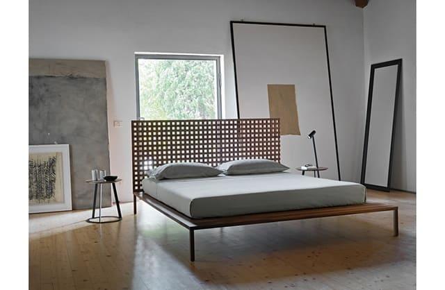 Giường kiểu Nhật với khung giường mỏng tạo nên phòng ngủ tinh tế và nhịp nhàng