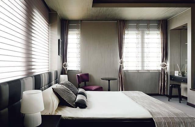 Phòng ngủ kết hợp với giường thấp tạo nên không khí vô cùng thoải mái