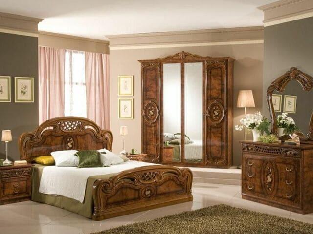 giường gỗ cổ điển