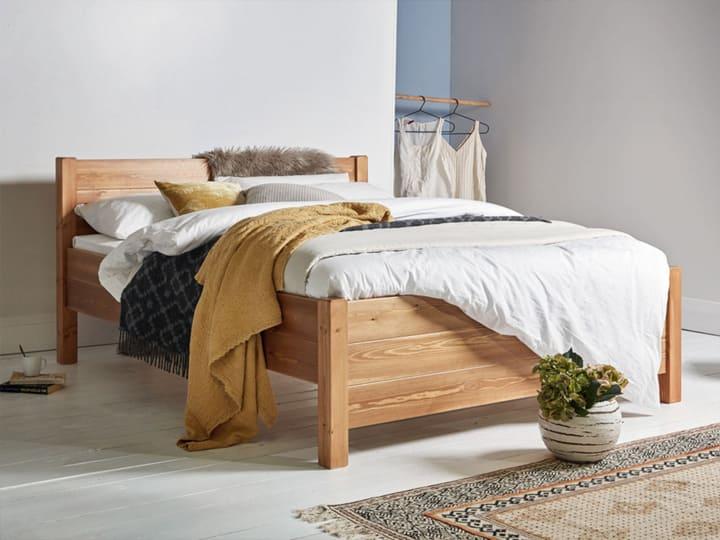 Giường gỗ thông