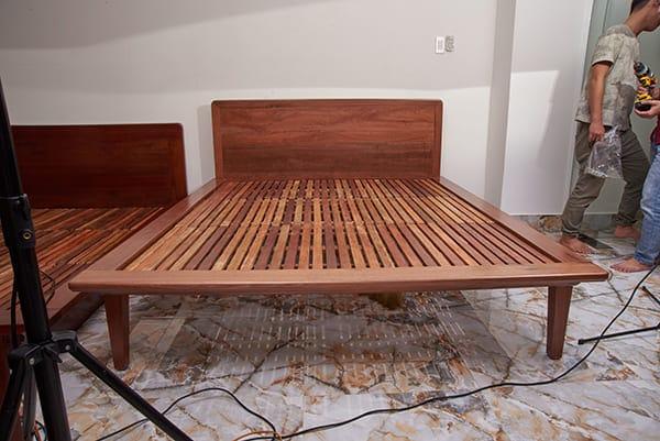 Giường gỗ cà chít