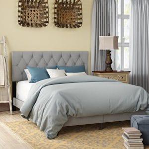 Giường bọc nệm khung gỗ rắn BN01