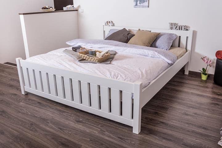 Giường gỗ ép hiện đại