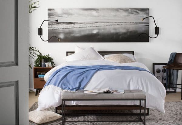 Phòng ngủ giường gỗ keo chân thấp khung sắt