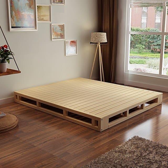 Dát giường gỗ phủ sơn bóng dùng cho ngủ sàn đất
