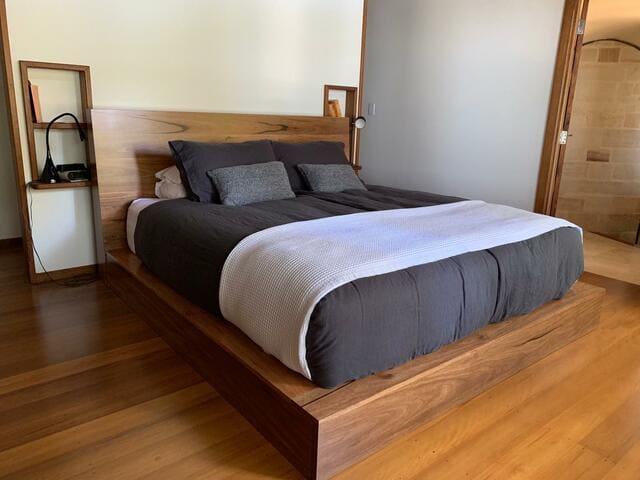 Giường phản đẹp cũng có giá cả cực kỳ phải chăng