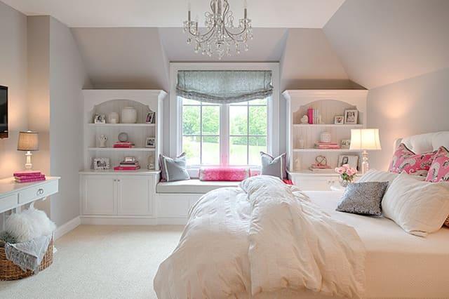 Đặt giường lệch với cửa sổ