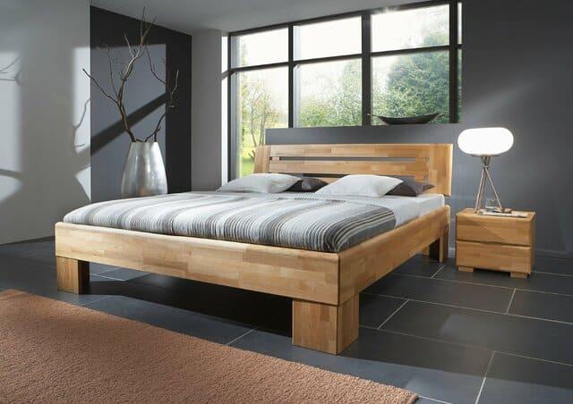 Kê giường ngủ theo phong thủy đặt lệch hướng so với cửa sổ